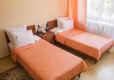 РОДНИК САНАТОРИЙ | Пятигорск | Полный пансион | Лечение включено Кровать в улучшенном двухместном с видом на город (2 отдельные кровати, лечение включено)