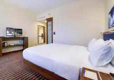Hampton by Hilton Volgograd Profsoyuznaya Номер NS с кроватью размера «queen-size» - Подходит для гостей с ограниченными физическими возможностями