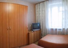 Авиатор   Казань   ресторан   частная парковка Трехместный номер эконом-класса с общей ванной комнатой