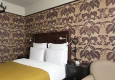 Rooms Hotel Tbilisi - Румс Отель | Тбилиси | Центр | С завтраком Номер Urban с кроватью размера «queen-size» и видом на улицу