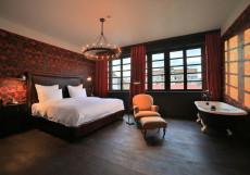 Rooms Hotel Tbilisi - Румс Отель | Тбилиси | Центр | С завтраком Номер Signature с кроватью размера «king-size» и видом на улицу