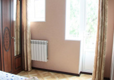 Четыре Сезона | Грозный | Парковка Двухместный номер с 1 кроватью и балконом