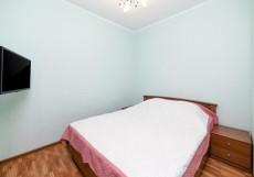4 сезона | г. Самара | Парковка  Улучшенный двухместный номер с 1 двуспальной кроватью и диваном