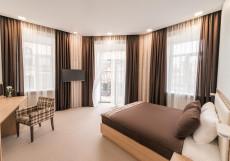 Центр Отель   м.  Площадь Восстания   Парковка Люкс с балконом и кроватью размера «king-size»
