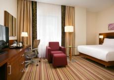 Hilton Garden Inn Volgograd | Хилтон Гарден Инн Волгоград | Парковка  Номер с кроватью размера