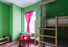 БРО Хостел | м. Красные ворота | Парковка Спальное место на двухъярусной кровати в 12-местном общем номере для мужчин и женщин