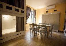 Хостел Ester House Спальное место на двухъярусной кровати в 12-местном общем номере для мужчин и женщин