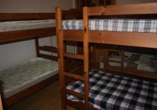 Маяк Спальное место на двухъярусной кровати в общем номере для женщин