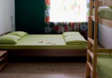 Nice hostel | г. Челябинск | Парковка Семейный номер с общей ванной комнатой