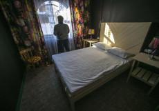 Шкатулка | м. Партизанская | Парковка  Двухместный номер с 1 двуспальной кроватью и дополнительной кроватью