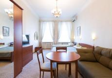 На Басманном | м. Комсомольская | Парковка Стандартный двухместный номер с 2 отдельными кроватями и диваном