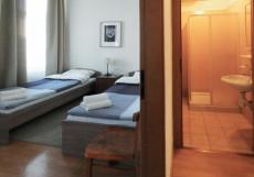 Петрополис (м. Горьковская) Стандартный двухместный номер с 2 отдельными кроватями + дополнительной кроватью