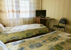 Олимп | Эсто-Садок | Парковка  Двухместный номер с 2 отдельными кроватями и собственной внешней ванной комнатой