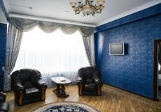 Золотая Империя Апартаменты с большой двуспальной кроватью