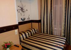 Север   м. Площадь Восстания   Wi-Fi Двухместный номер с 1 двуспальной кроватью и дополнительной кроватью