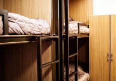 Хостел Французоff Кровать в общем 8-местном номере для мужчин и женщин