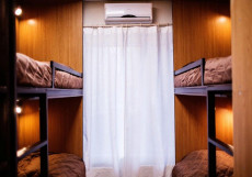 Хостел Французоff Кровать в общем 6-местном номере для мужчин и женщин
