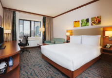 Hilton Garden Inn Astana Номер с кроватью размера