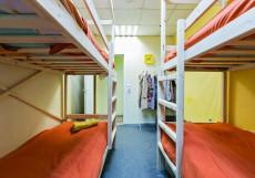Медовый | м. Автозаводская | Парковка Кровать в общем четырехместном номере для женщин