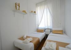 Голд Инн - Gold In Двухместный номер эконом-класса с 2 отдельными кроватями и общей ванной комнатой