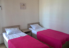 Santa Sofia | Пицунда | 1 линия, c ванной и кондиционером | Парковка Двухместный номер с 1 кроватью или 2 отдельными кроватями