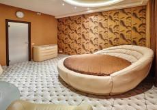 Тукан | Станция метро Римская | Парковка  Люкс с кроватью размера «king-size»