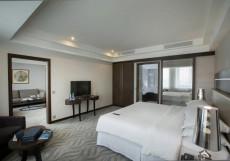 Crowne Plaza Ufa - Congress Hotel 5* Люкс с 1 спальней, 1 кроватью размера «king-size» и правом посещения клубного лаунджа