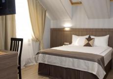 Хемингуэй   Hemingway   Краснодар   Парковка Двухместный номер Делюкс с 1 кроватью или 2 отдельными кроватями, вид на озеро