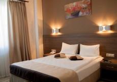 Хемингуэй   Hemingway   Краснодар   Парковка Двухместный номер с 1 кроватью или 2 отдельными кроватями и душем
