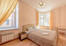 Ариадна | СПб | м. Петроградская | Wi-Fi Большой двухместный номер с 1 кроватью размера «queen-size» и общей ванной комнатой