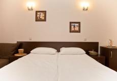Гостевой Дом Африка | Геленджик | Парковка Двухместный номер «Комфорт» с 1 кроватью или 2 отдельными кроватями и балконом