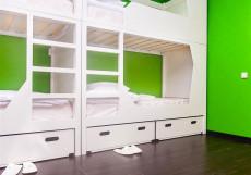 Клевер (Общежитие, комната сутки) Кровать в общем номере для мужчин и женщин с 10 кроватями