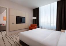 Дабл Три Хилтон Внуково - DoubleTree Hilton Vnukovo  Угловой люкс с кроватью размера «queen-size»