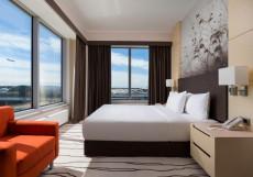 Дабл Три Хилтон Внуково - DoubleTree Hilton Vnukovo Люкс с 1 спальней с кроватью размера «queen-size» и красивым видом