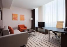 Дабл Три Хилтон Внуково - DoubleTree Hilton Vnukovo Люкс с 1 спальней и кроватью размера «queen-size»