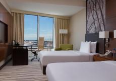 Дабл Три Хилтон Внуково - DoubleTree Hilton Vnukovo Номер с кроватью размера «queen-size», вид на парк/аэропорт