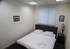 Skyrooms (Скайрумс) - Отзывчивый персонал Классический номер с кроватью размера «king-size» и общей ванной комнатой