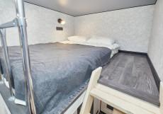 Отель на Большом 46 Двухместный номер с двуспальной кроватью и дополнительной кроватью