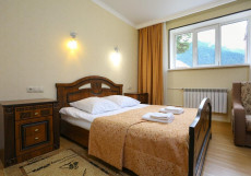 Кавказ (Катание На Лыжах) - Красивый Вид Двухместный номер с окном, двуспальной кроватью и дополнительной кроватью, цокольный этаж