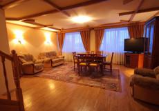 УРАЛ ГОСТИНИЧНЫЙ КОМПЛЕКС (г. Пермь, центр) Люкс-комфорт 4-комнатн. 2-уровневый
