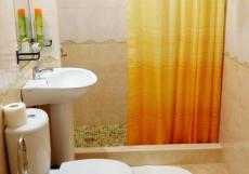Дом Хом в Ясенево - Home in Yasenevo Двухместный номер с 1 кроватью и собственной ванной комнатой