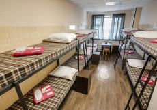 Берлога - Недорогие Номера Односпальная кровать в общем номере для мужчин с 10 кроватями