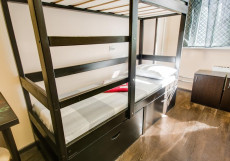 Берлога - Недорогие Номера Односпальная кровать в 8-местном женском общем номере