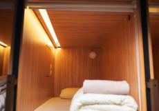 LogINN - Капсульный Отель - Отличное Расположение Односпальная кровать-капсула в номере для мужчин (верхнее место)