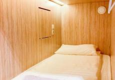 LogINN - Капсульный Отель - Отличное Расположение Односпальная кровать-капсула в номере для женщин (верхнее место)