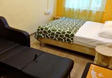 Комфорт На Полярной - Недорогие Номера Номер с кроватью размера «queen-size» и общей ванной комнатой