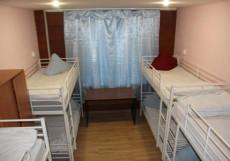 Дворик - Отличное Расположение Кровать в общем 8-местном номере