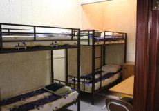 Дворик - Отличное Расположение Кровать в общем 6-местном номере