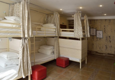 Гостевой Дом Аравана + Хостел (свой бассейн и сауна) Кровать в общем 6-местном номере для мужчин и женщин