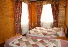 Горнолыжный клуб Л. Тягачева (Дмитровское шоссе, Шуколово) 10-ти местный двухэтажный в гостинице ( 4 спальни )